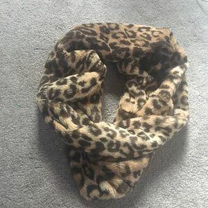 Ruby & Jenna infinity scarf- Leopard print
